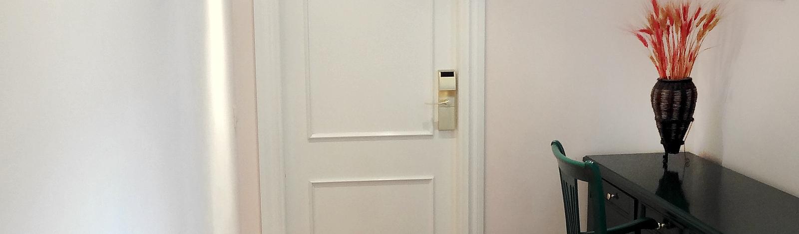 entrada-habitacion-hotel-volao